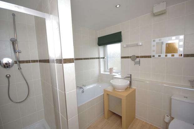 Bathroom / Bed...