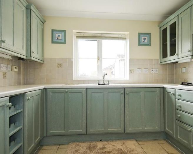 photo of cream white kitchen with tiled splashback tiles blinds roller