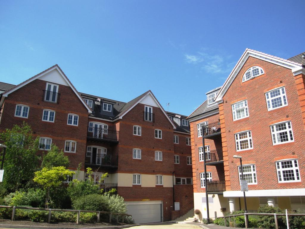 2 Bedroom Apartment To Rent In Dorchester Court London Road Camberley Surrey Gu15 Gu15