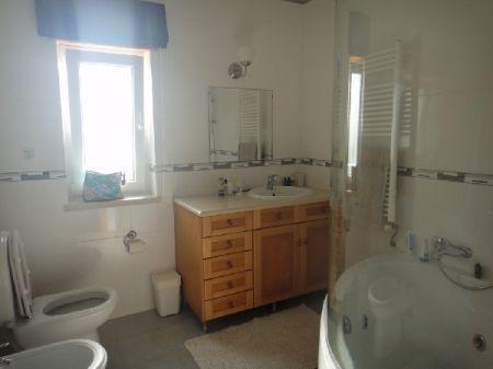 Image 12, 5 Bedroomed Villa : AV870