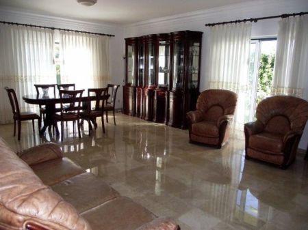 Image 4, 4 Bedroomed Villa : AV1132