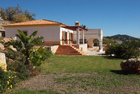 Image 1, 3 Bedroomed Villa : LV3435