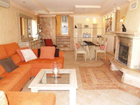 Image 2, 2 Bedroomed Townhouse : DV1613