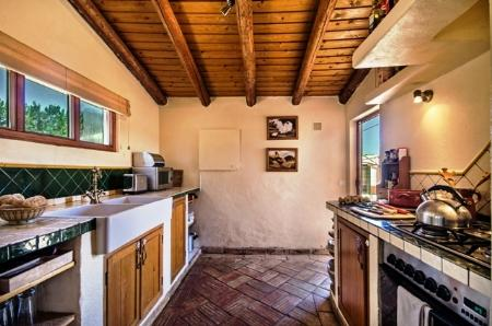 Image 6, 3 Bedroomed House : GV330