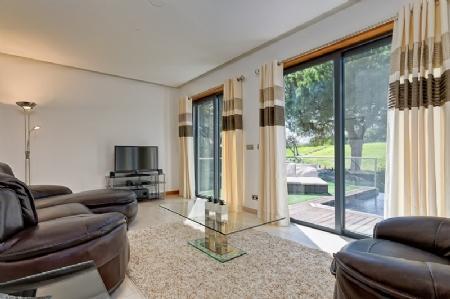 Image 3, 2 Bedroomed Apartment : DA3910