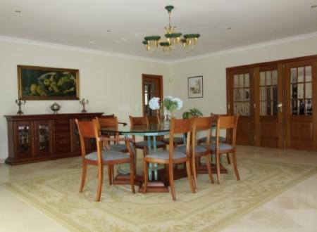 Image 3, 5 Bedroomed Villa : AV1347