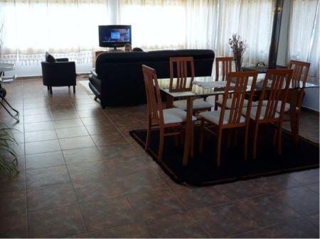Image 3, 6 Bedroomed Villa : AV1005