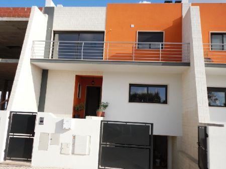 Image 1, 3 Bedroomed Villa : AV861