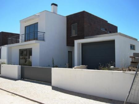 Image 1, 4 Bedroomed Villa : AV818
