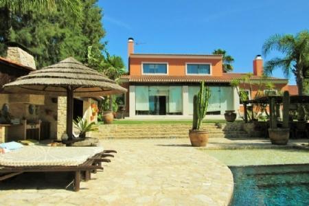 Image 1, 5 Bedroomed Villa : AV1369