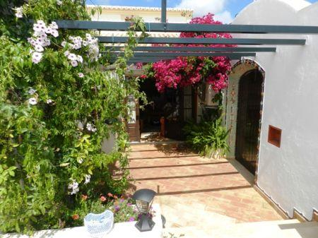 Image 1, 3 Bedroomed House : GV311