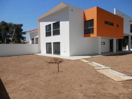 Image 1, 4 Bedroomed Villa : AV1358