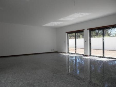 Image 2, 4 Bedroomed Villa : AV1358