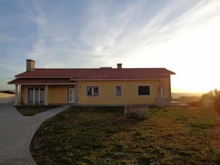 Image 1, 3 Bedroomed Villa : AV1426