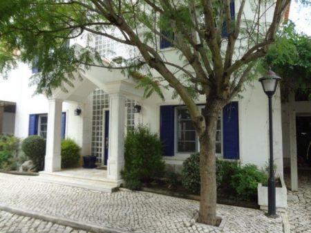 Image 1, 6 Bedroomed Villa : AV1225