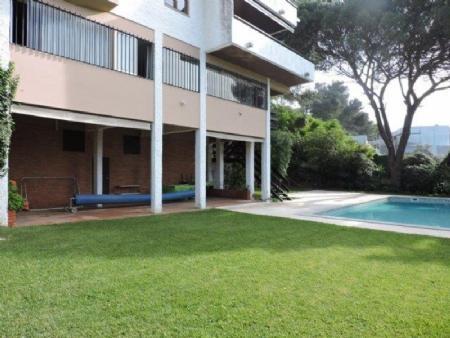 Image 1, 5 Bedroomed Villa : AV1476