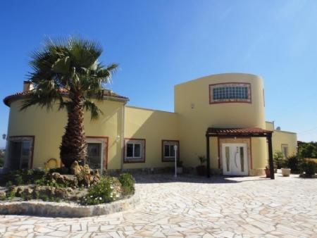 Image 2, 3 Bedroomed Villa : AV1481