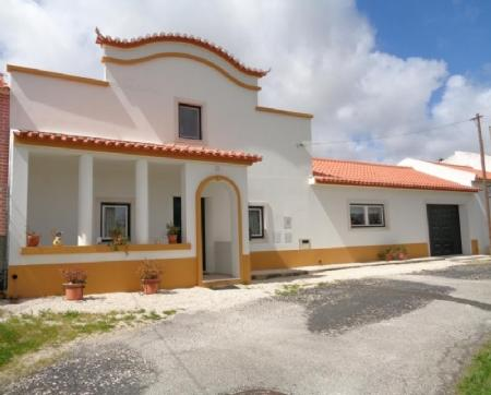 Image 1, 4 Bedroomed Villa : AV1501