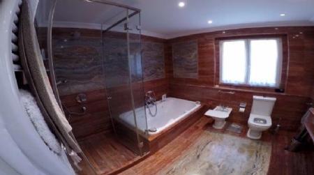 Image 7, 6 Bedroomed Villa : AV1557