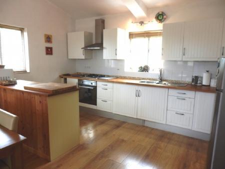 Image 5, 4 Bedroomed House : BV2257