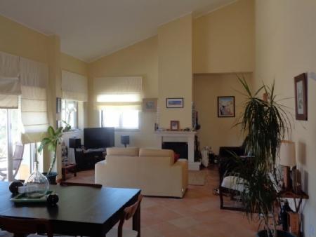 Image 2, 3 Bedroomed Villa : AV1565