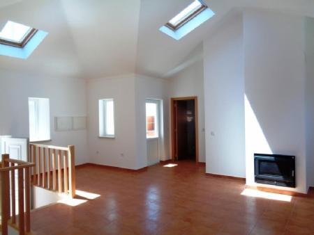 Image 2, 3 Bedroomed Villa : AV1570