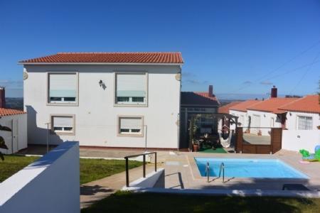 Image 1, 6 Bedroomed Villa : AV1591
