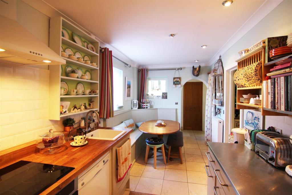 Dining Kitchen Edit.