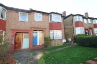 2 bed Maisonette for sale in Carr Road, Northolt...