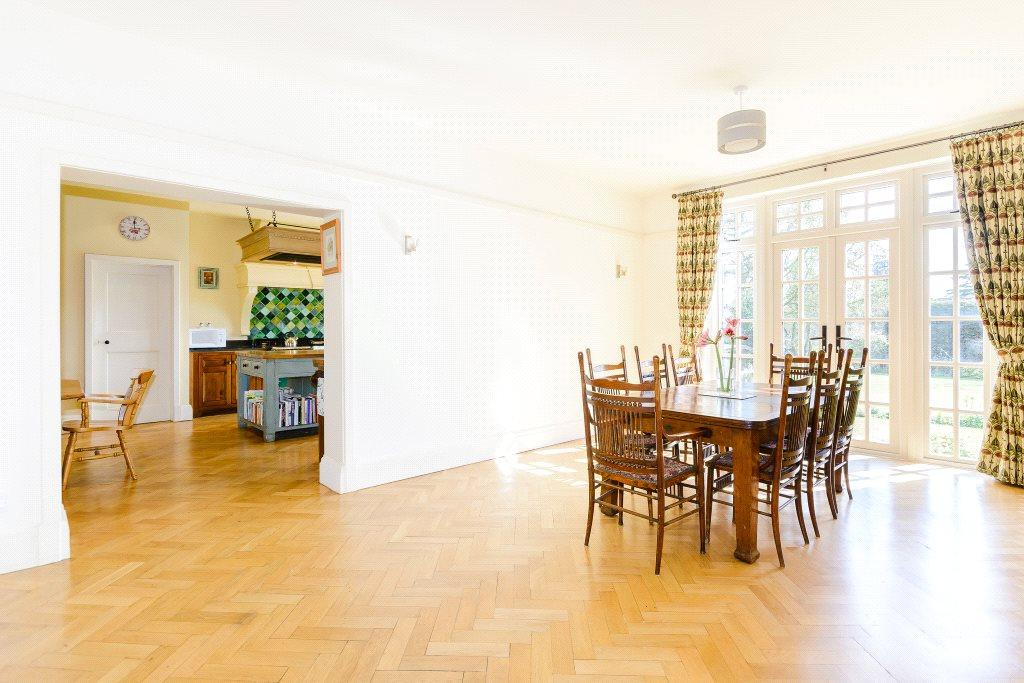 6 bedroom detached house for sale in the avenue for Dining room northampton