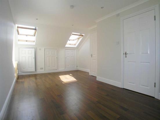 2nd Floor Bedroom en