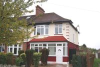 3 bed property in Sandbourne Avenue, SW19