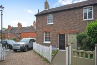 2 bedroom Cottage to rent in Crooked Billet, SW19