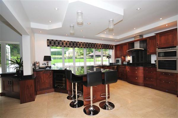 Stunning Breakfast Kitchen with Open Plan Dining / Breakfast Room