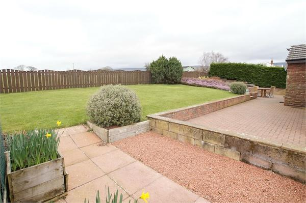 Rear Garden and vie