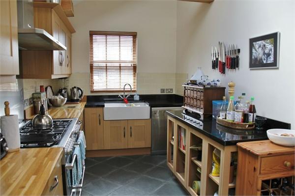 Kitchen - furnished