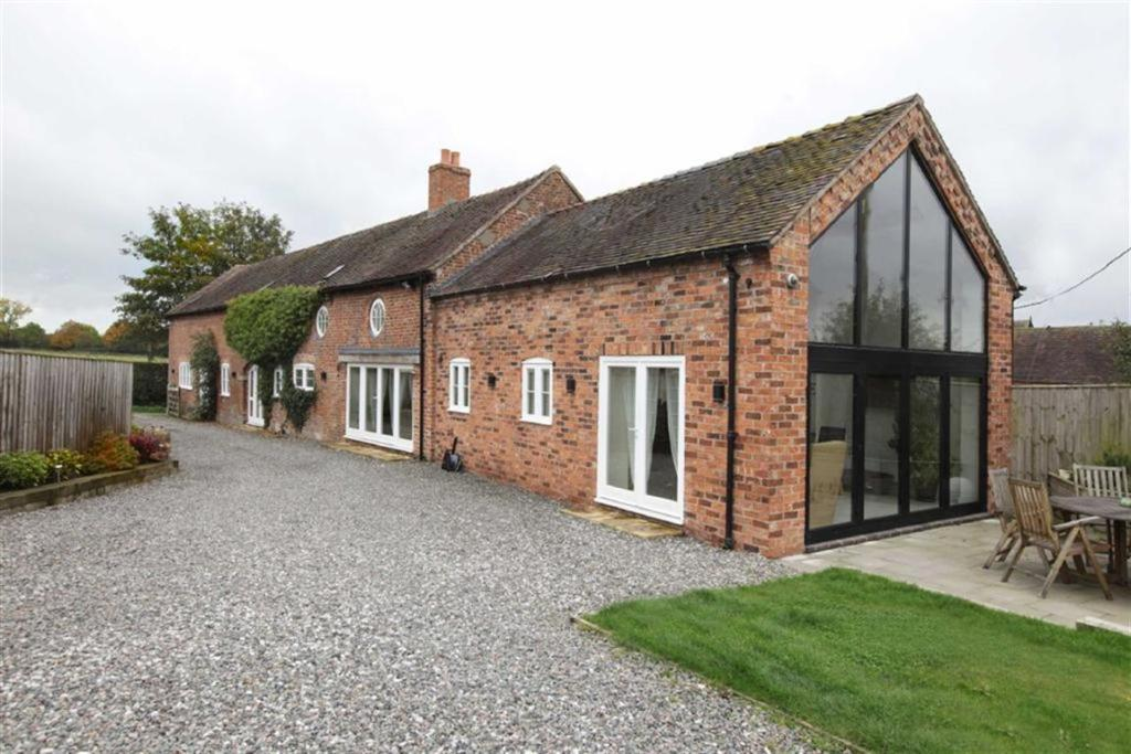 4 Bedroom Barn Conversion For Sale In Dorrington Lane