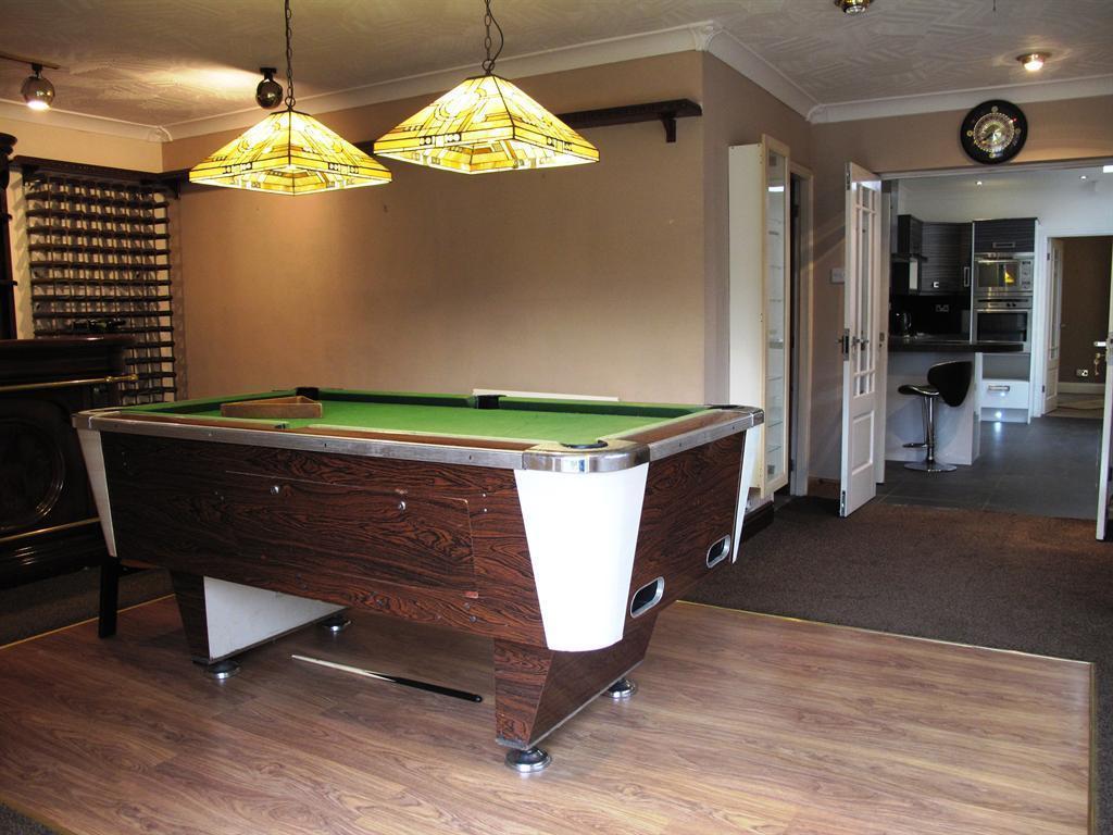 games room & bar i