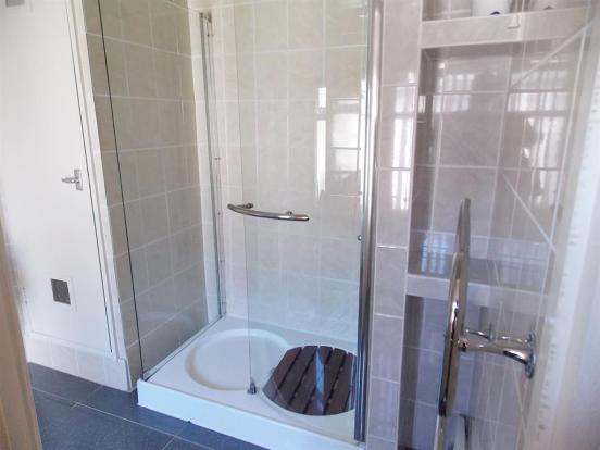 Apartment Shower Room