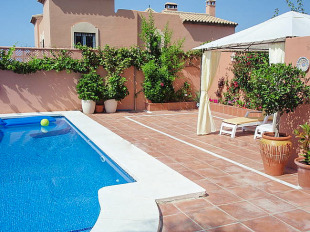 5 bedroom semi detached home in Andalusia, M�laga...