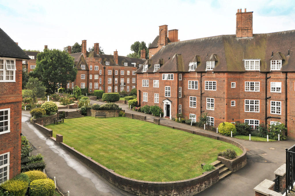 2 Bedroom Property For Sale In Heathcroft Hampstead