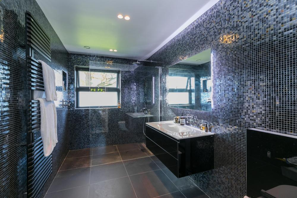 Fired Earth,Bathroom