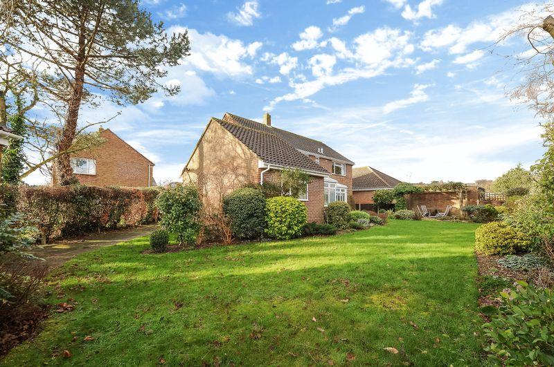 4 bedroom detached house for sale in cumberland avenue