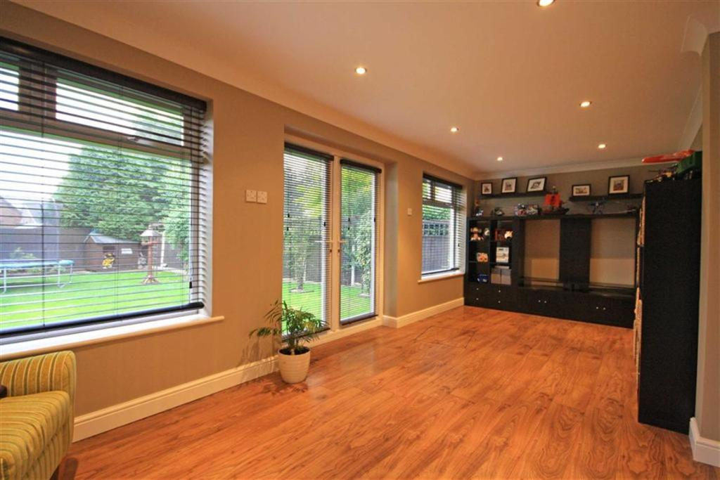 4 bedroom detached house for sale in park crescent for Detached sunroom