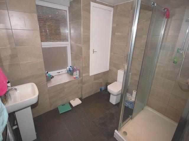 89 Edinburgh bathroo