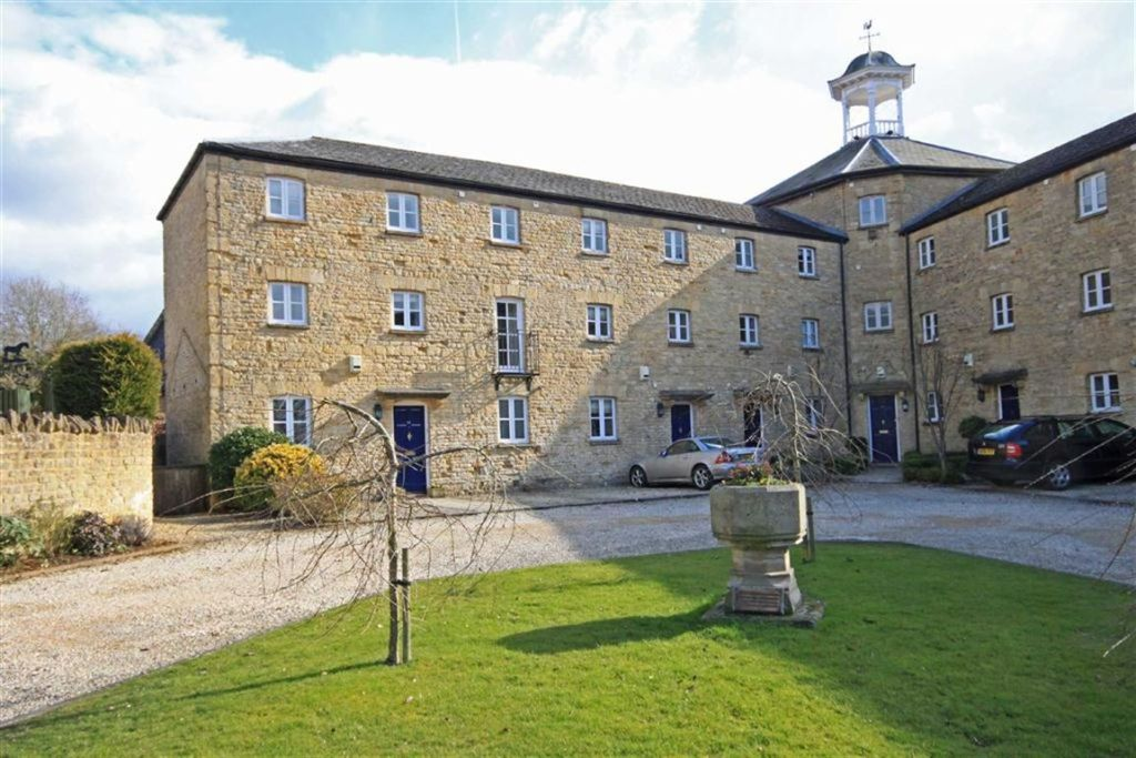 3 bedroom town house for sale in norton park chipping for Kitchens chipping norton