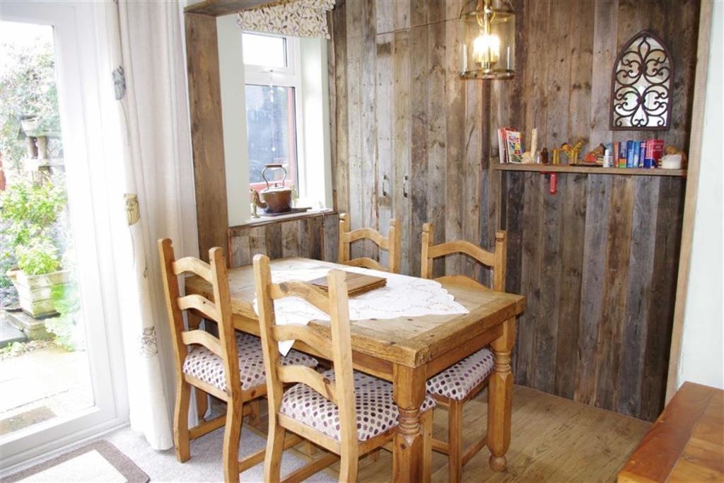 Sitting Room / Dinin