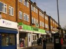 2 bed Flat in High Road, Bushey Heath
