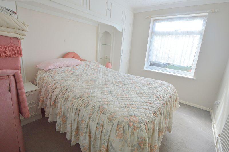 bedroom (showi...