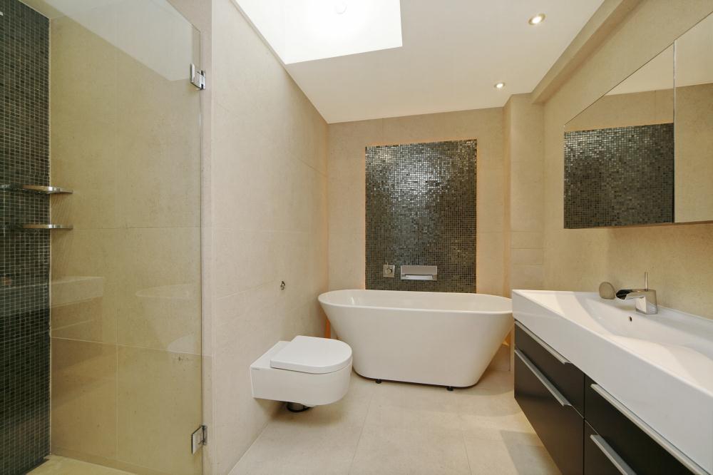 Bathroom design ideas photos inspiration rightmove for Bathroom ideas rightmove